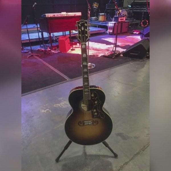 timberlake-guitar_68290