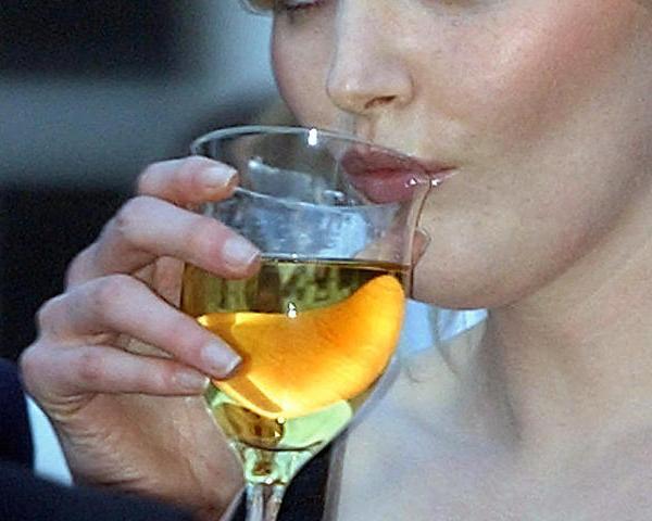 woman wine_105984