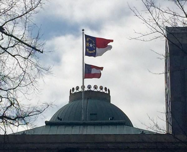 confederate-flag-nc-capitol_120878