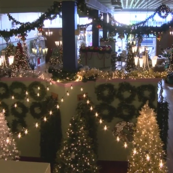 Downtown districts promote shopping local for Small Business Saturday