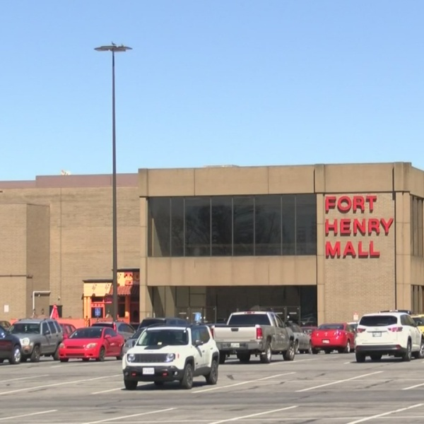 Fort Henry Mall_330364