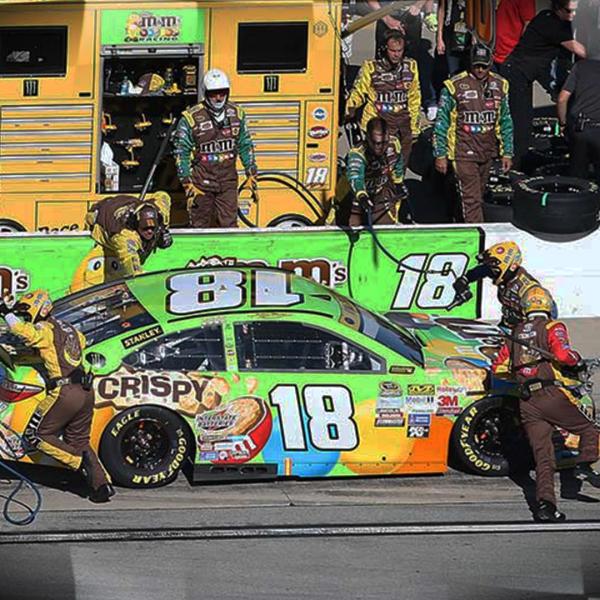 KYLE_CREW_NASCAR_347677