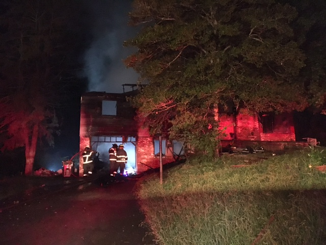 CARTER COUNTY, TN (WJHL)- A house in Hampton is a total loss after a fire broke out early Wednesday morning.