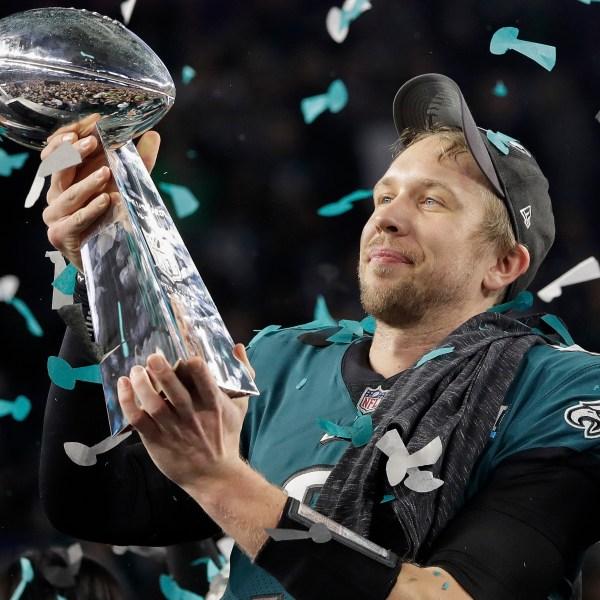 Eagles_Patriots_Super_Bowl_Football_06082-159532.jpg81977411
