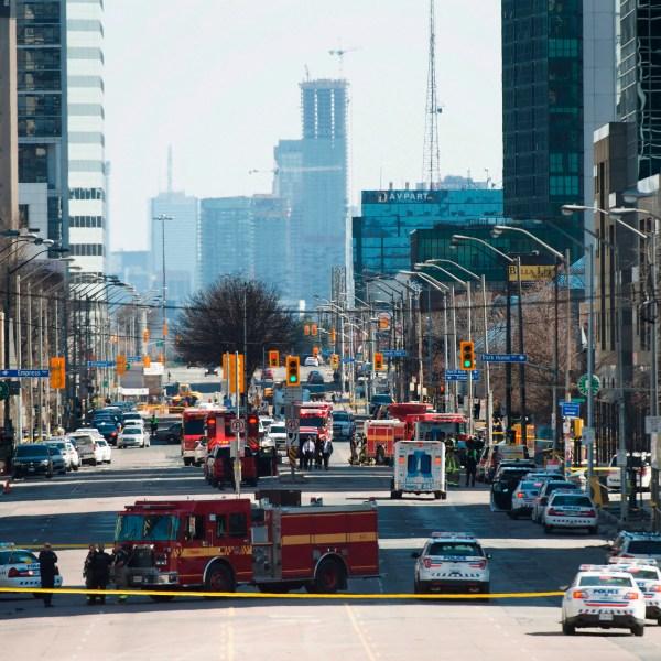 APTOPIX_Canada_Van_Hits_Pedestrians_93404-159532.jpg00214447