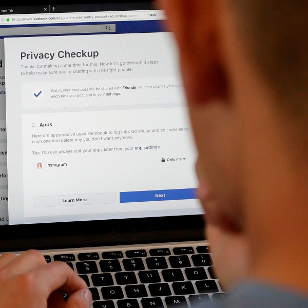 Facebook_Privacy_Scandal_Change_00419-159532.jpg60878545