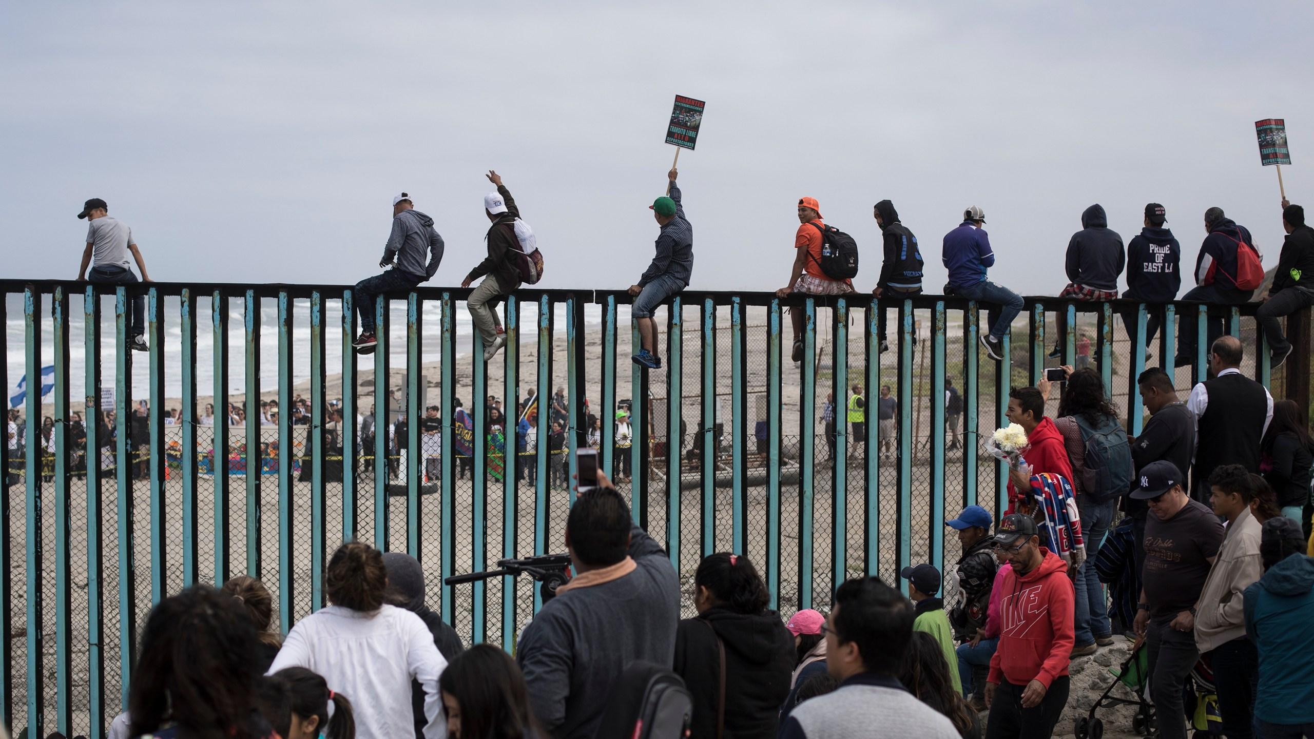 Mexico_Migrants_Caravan_38487-159532.jpg25179725