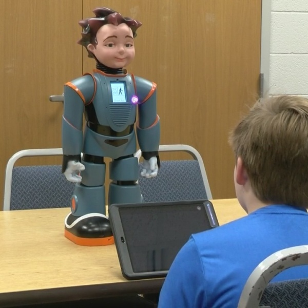 Robot_helps_Kingsport_students_with_auti_0_20180404123156