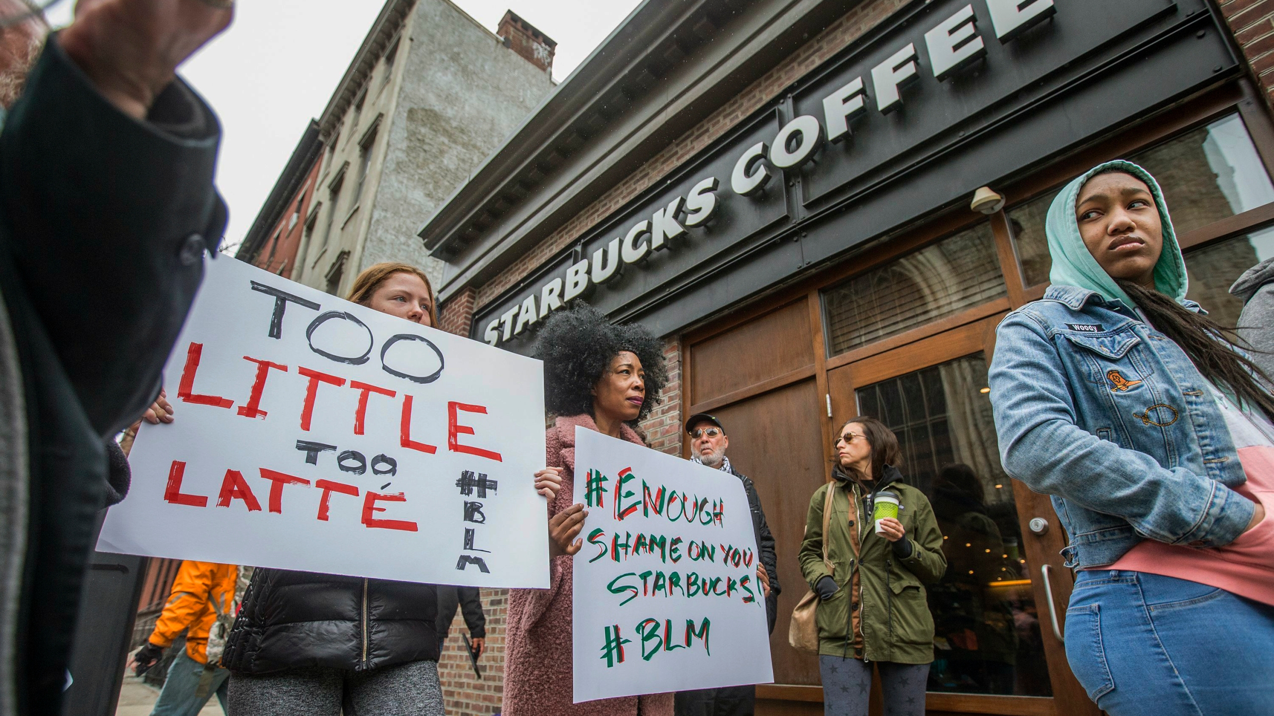 Starbucks-Black_Men_Arrested_27525-159532.jpg97901369