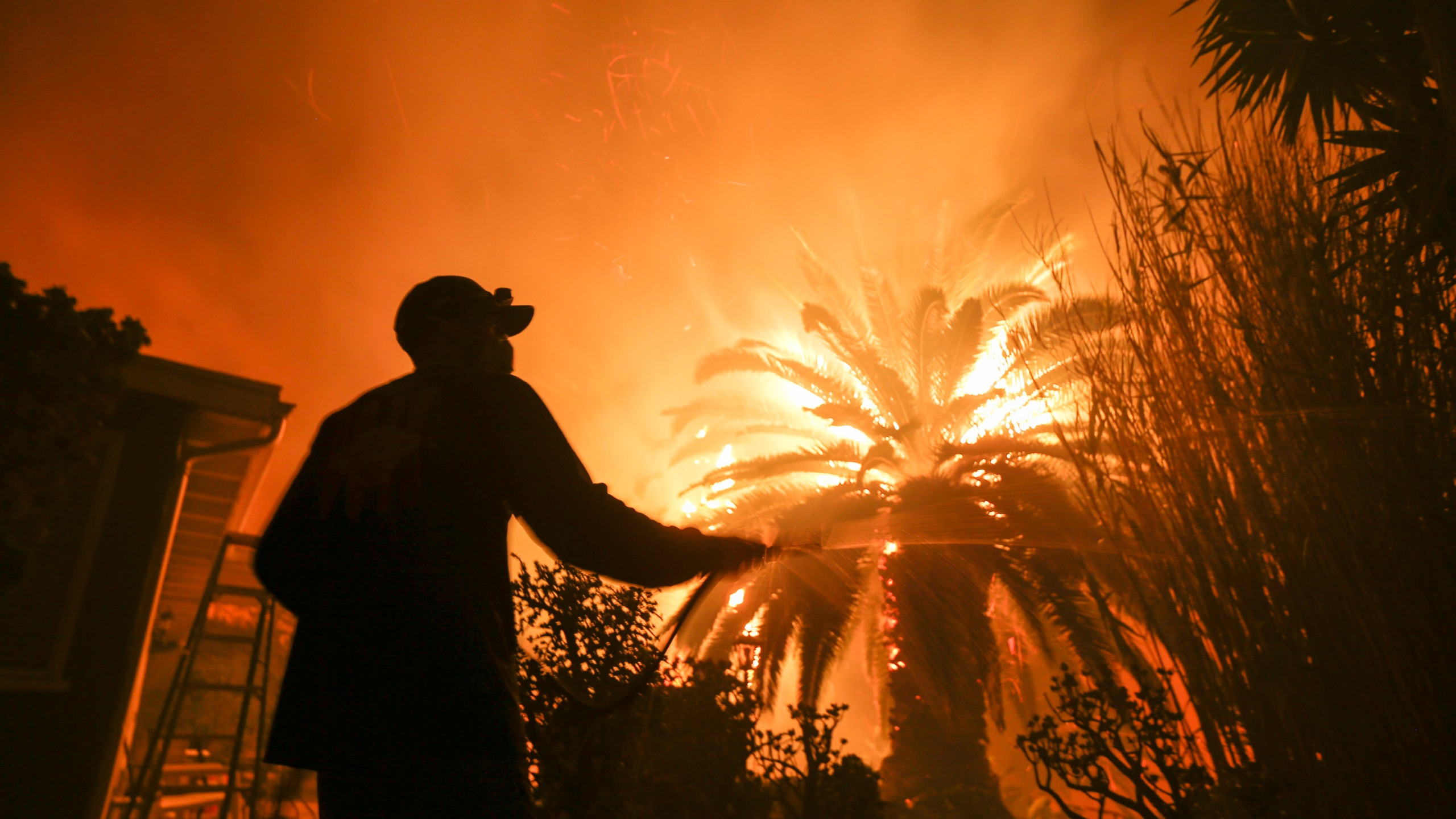 APTOPIX_California_Wildfires_47191-159532.jpg56932397