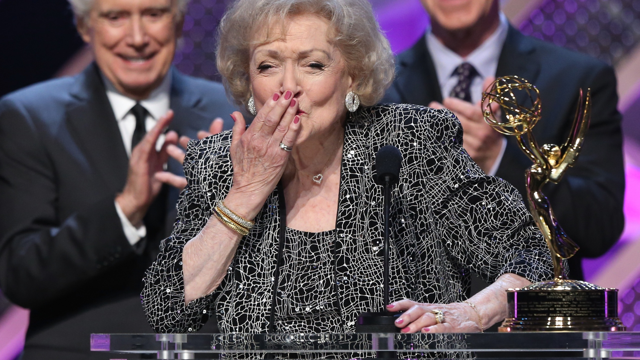 Betty White 550311361AB00017_The_42nd_A_1547734066929
