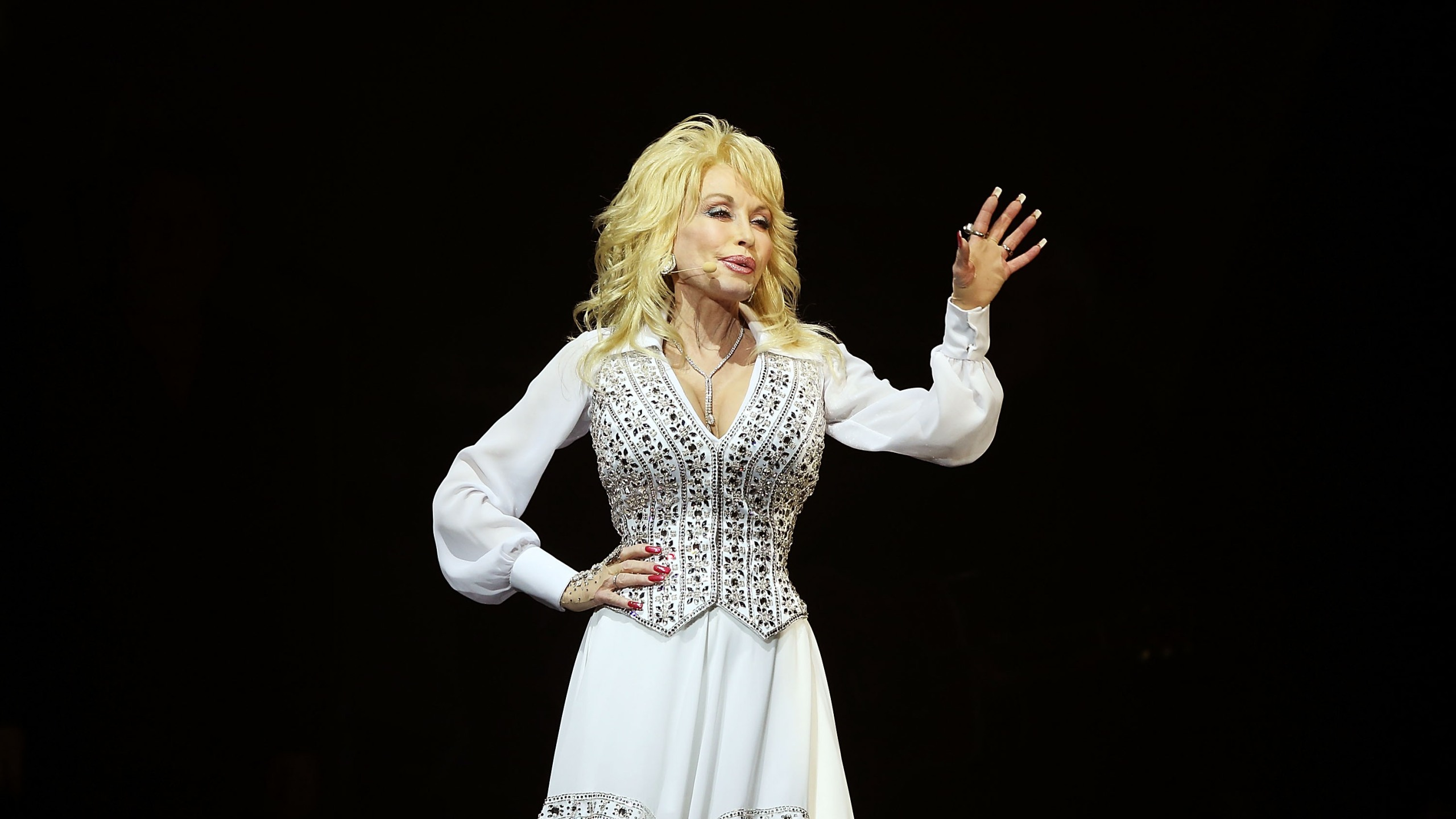 462637373MM020_Dolly_Parton_2014182_1549401118733
