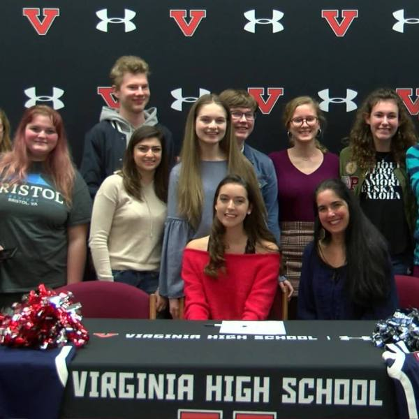 Virginia_High_s_Sarah_Countiss_signs_wit_5_20190228031138