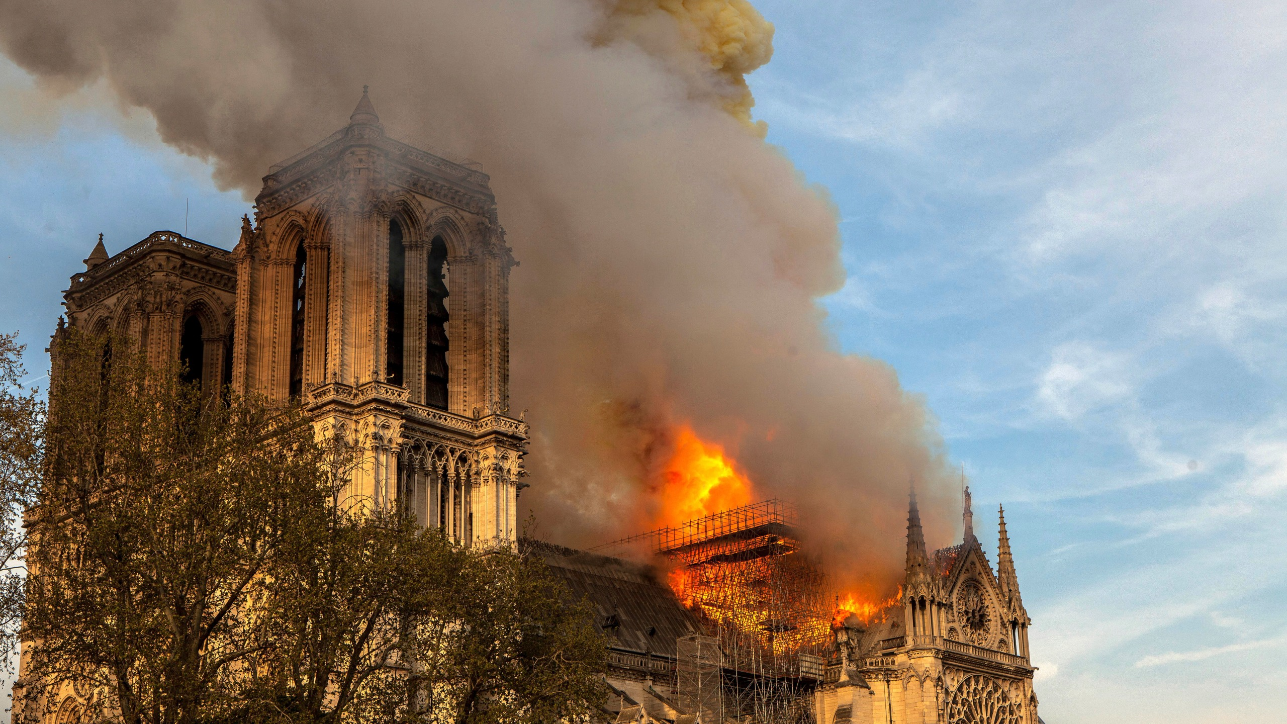 France_Notre_Dame_Fire_47253-159532.jpg54627123