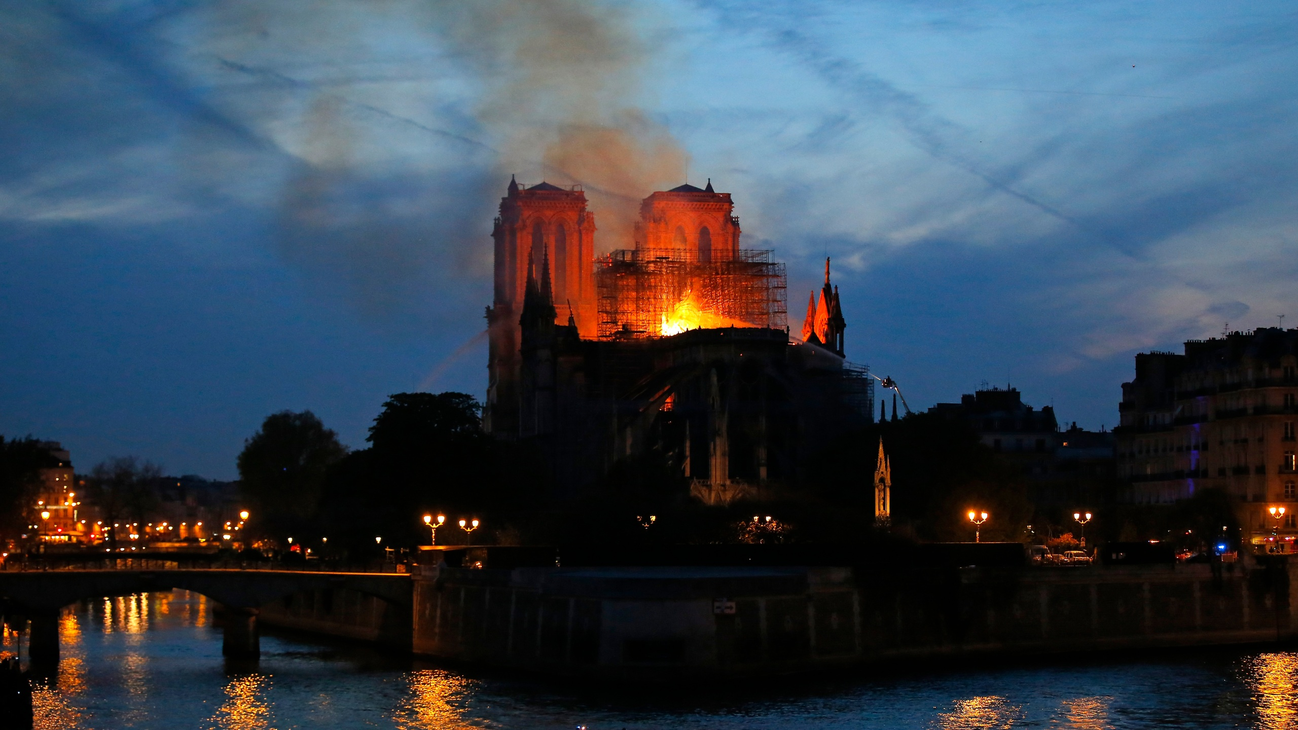 France_Notre_Dame_Fire_Photo_Gallery_87876-159532.jpg30370427