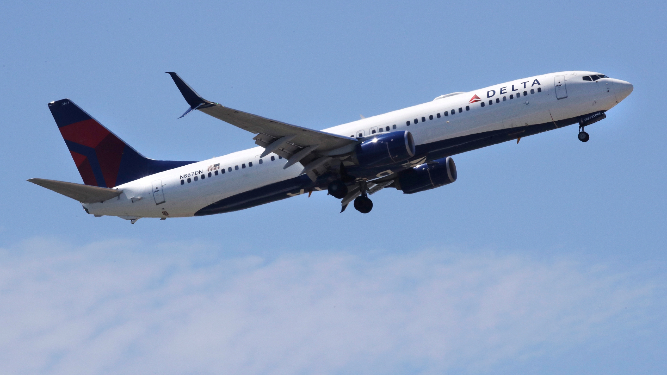 Earns_Delta_Air_Lines_50395-159532.jpg50873963
