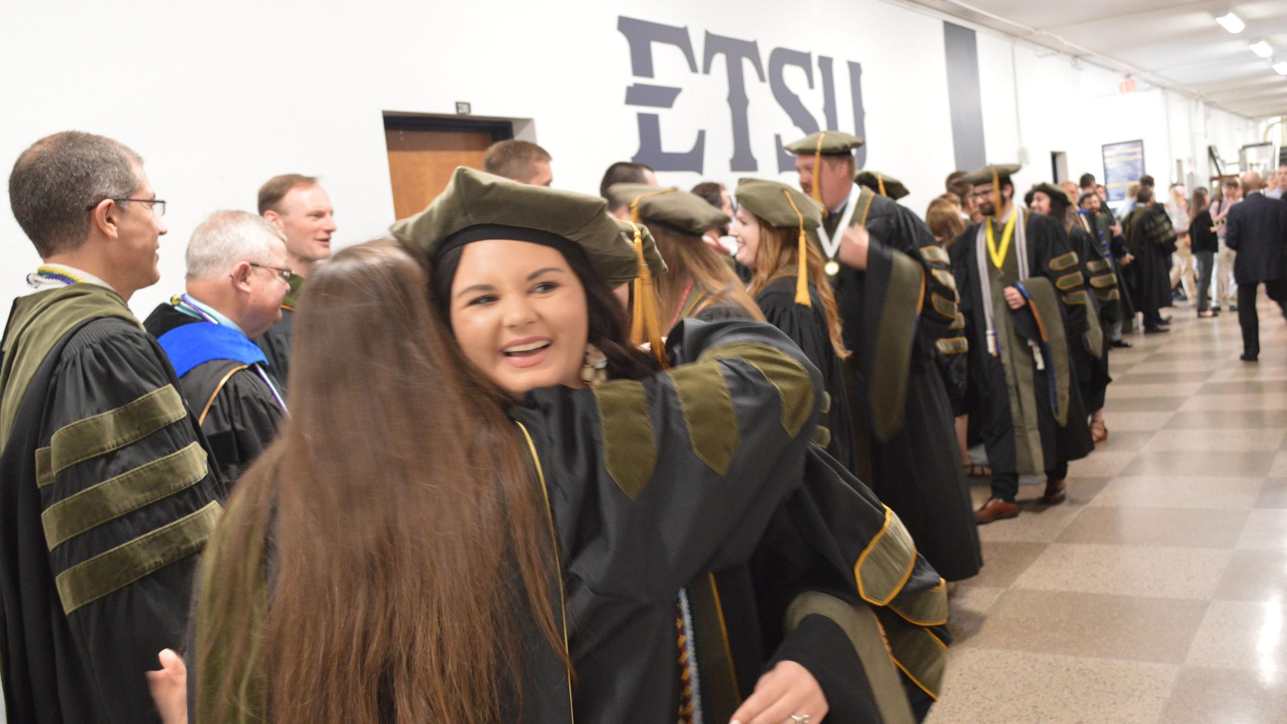 Etsu Graduation 2020.Etsu Bill Gatton College Of Pharmacy Graduate Meets With