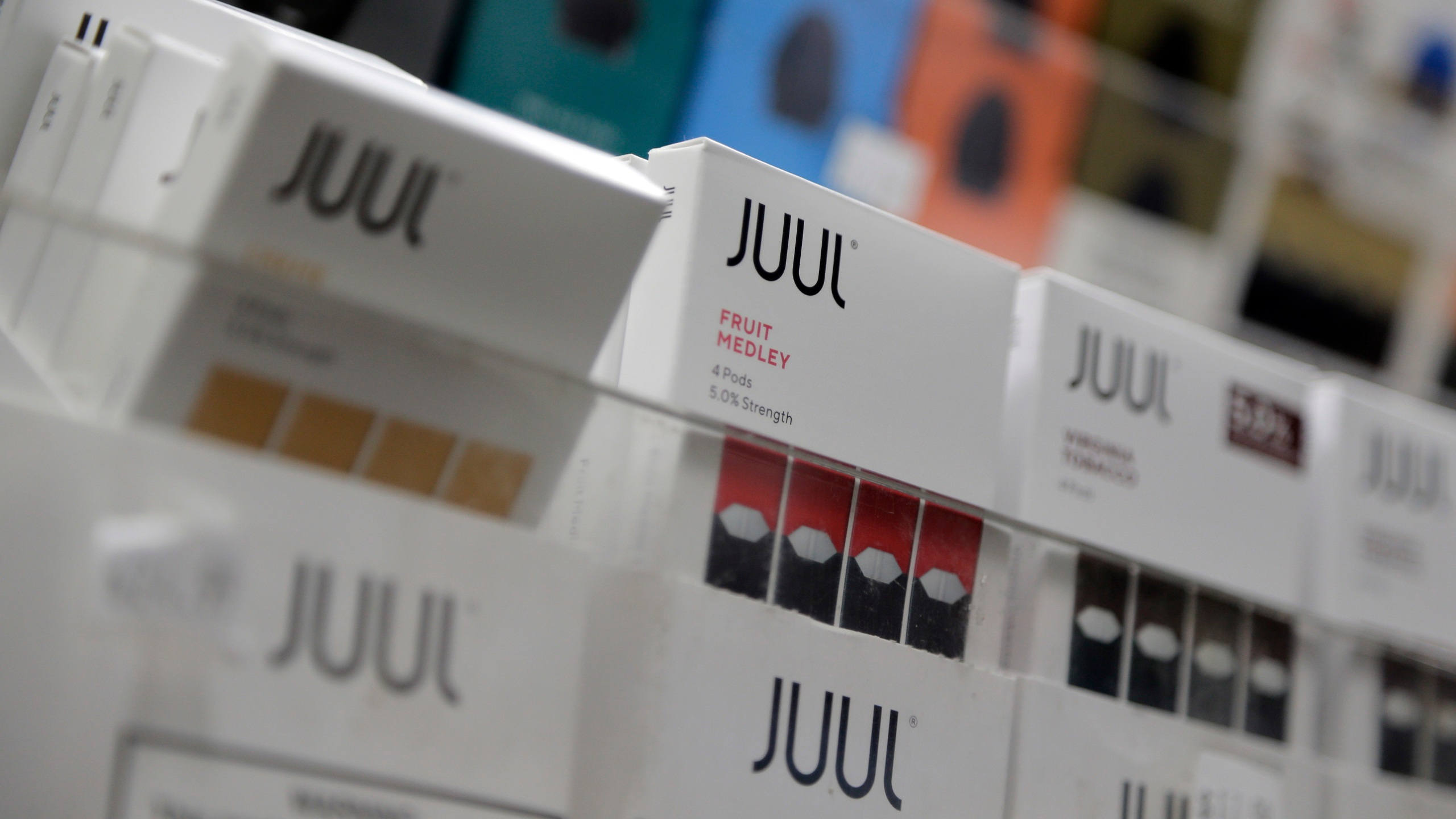 "Lawmakers call teen vaping ""an epidemic"", blame Juul Labs"