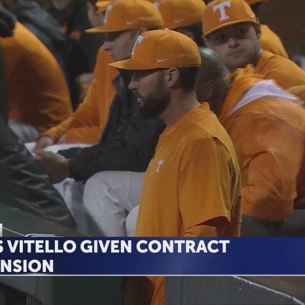 Tennessee_extends_coach_Tony_Vitello_s_d_0_20190620040026