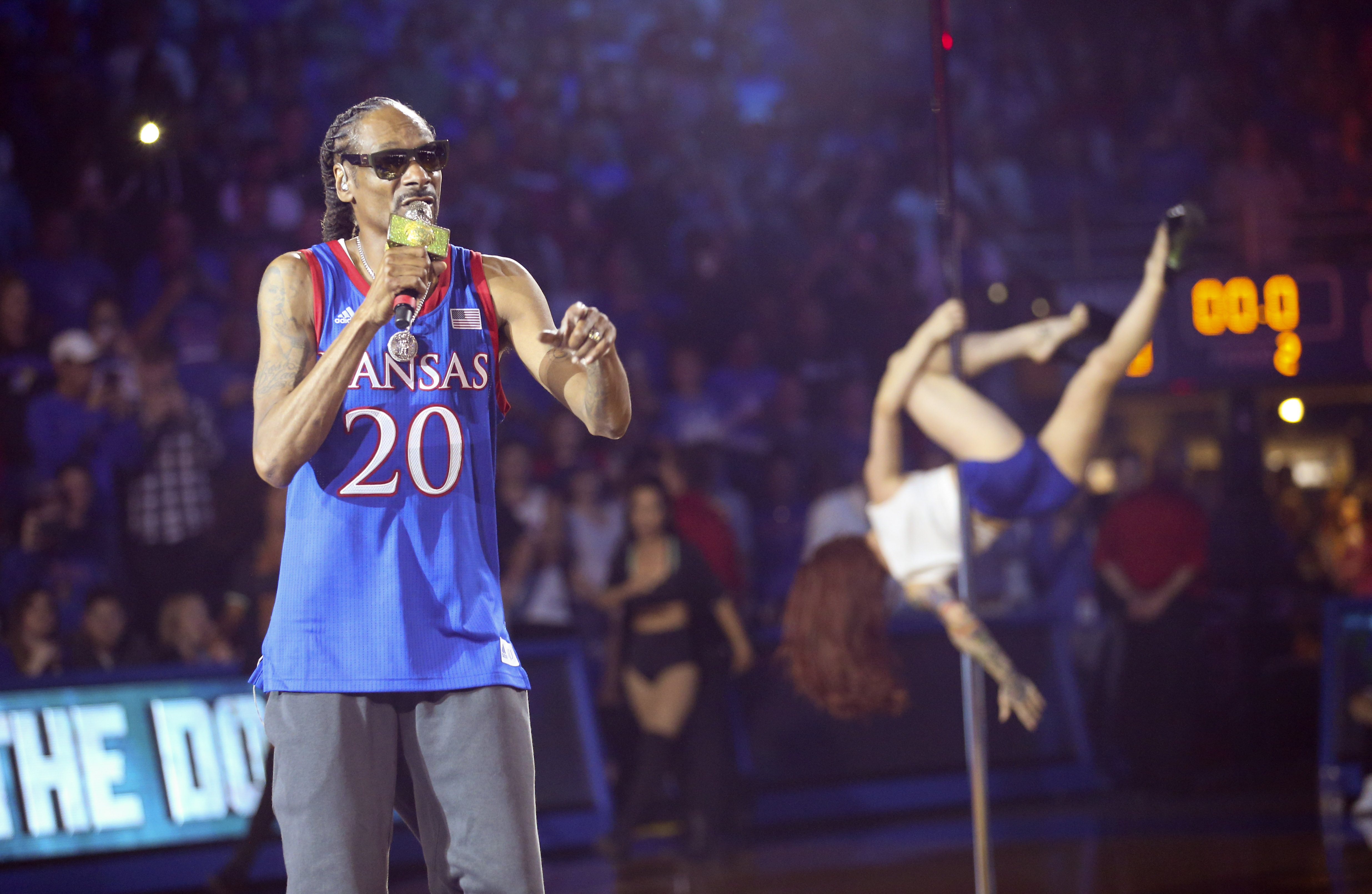 Kansas apologizes for risque Snoop Dogg show at hoops event   WJHL ...